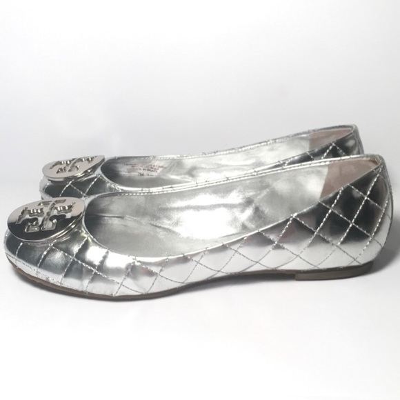 65300863e109 Tory Burch Quinn Quilted Silver Leather Flats. M 5a9b810972ea885040acc2d0